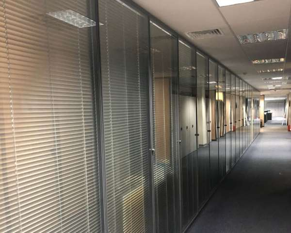 Χωρίσματα Αλουμινίου - Κατασκευή σε γραφεία Ideal Standard